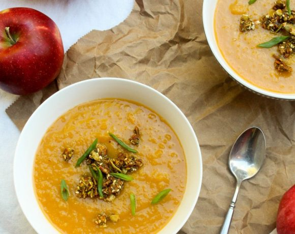 This soup recipe is a mix of all your favorite fall flavors! #glutenfree #vegan