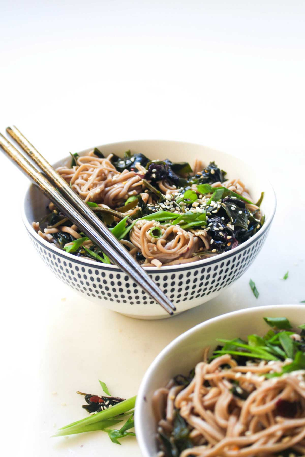This Seaweed Salad Soba Noodle Bowl is packed full of nutrients! Seaweed is a nutrient powerhouse full of vitamins and minerals. This salad tastes like the starter at your favorite sushi joint, but substantial enough for dinner. | CatchingSeeds.com