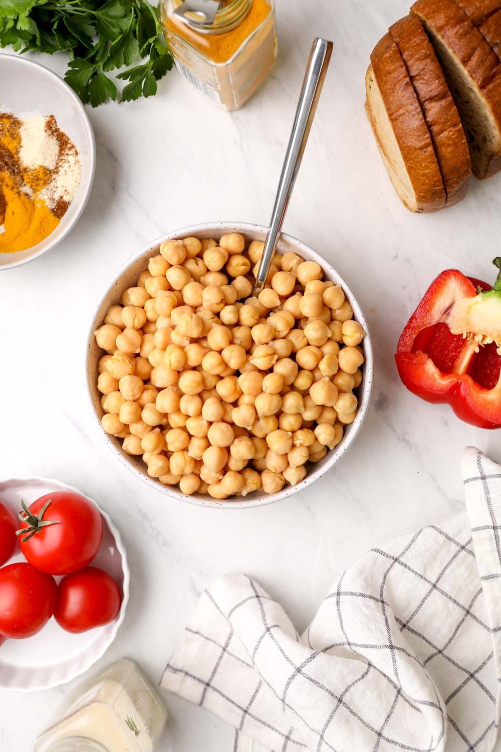 The ingredients needed to make chickpea scramble.