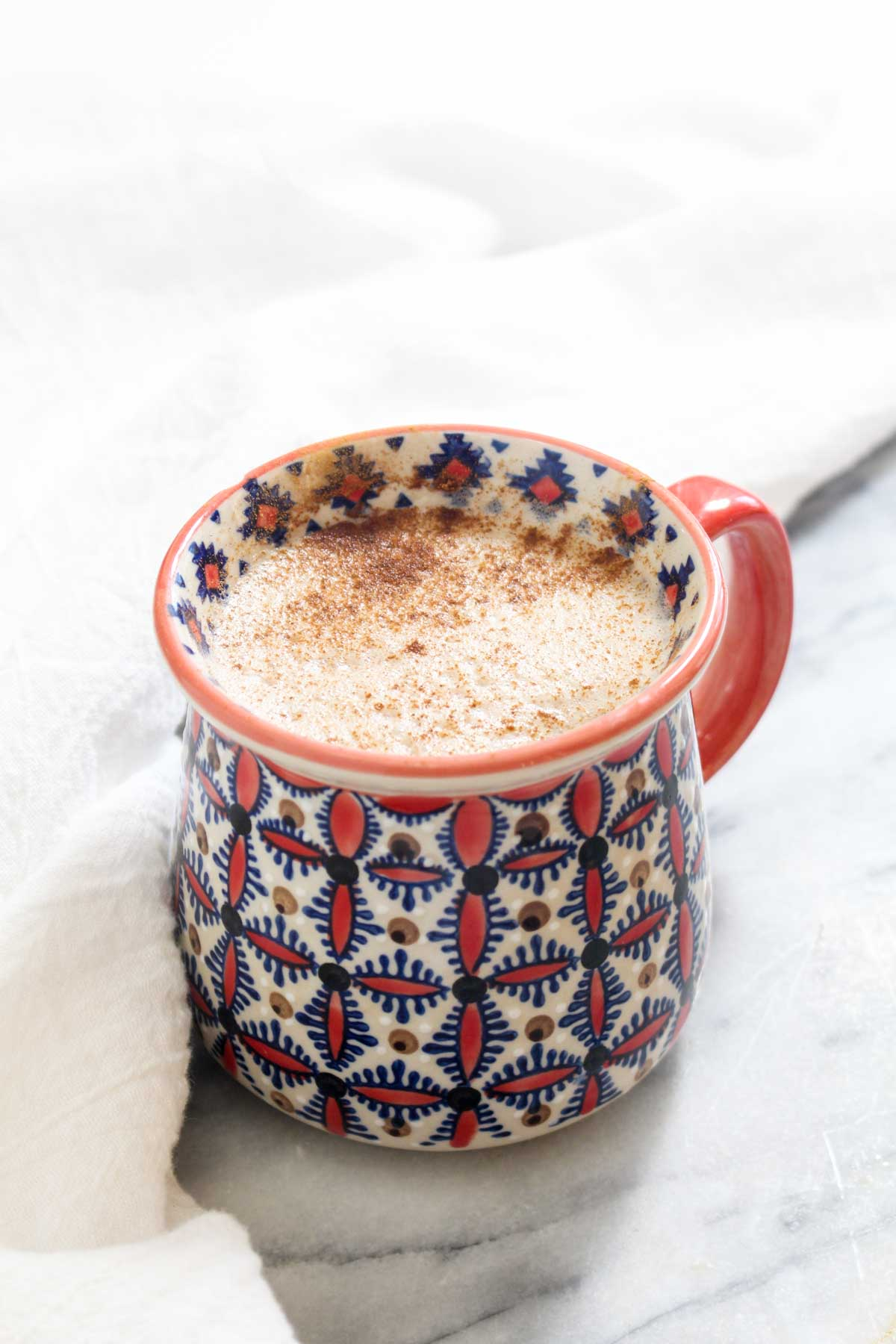 This Superfood Maca Latte is a sweet and creamy pick me up that gives you energy without the crash that comes with caffeine. Maca has been known to increase energy, regulate hormones, and reduce inflammation. Easy to make with 5 ingredients and 1 simple step! | CatchingSeeds.com