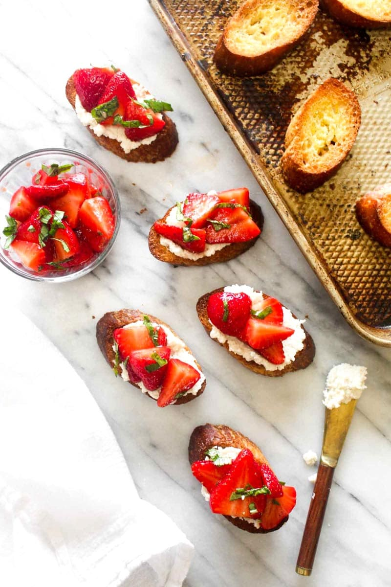 Strawberry Basil Bruschetta with Almond Ricotta is an impressive vegan appetizer! This recipe requires just 7 healthy ingredients. | CatchingSeeds.com