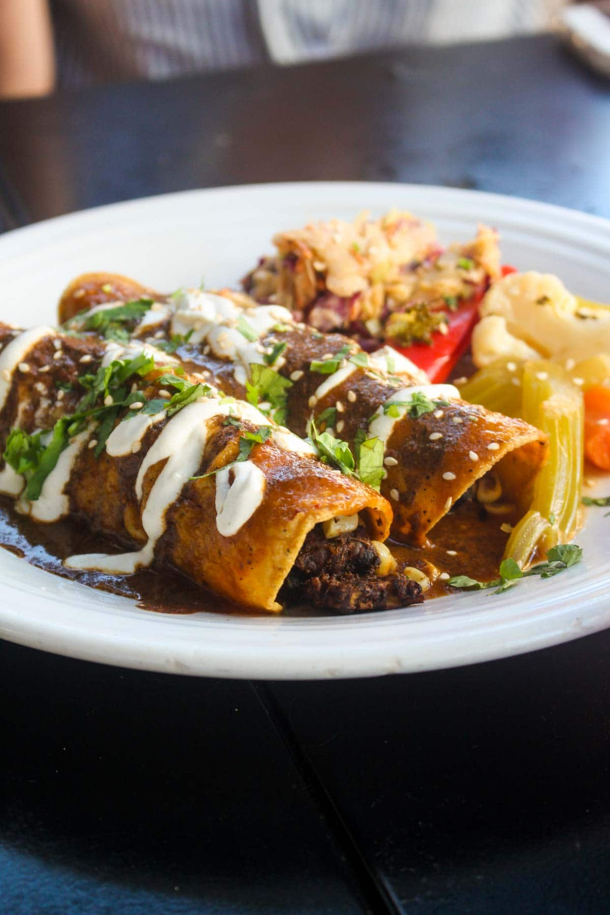 ThisSan Diego Plant Based Eating Guide is full of great restaurants to hit when staying in San Diego! All spots have vegan and gluten-free options, and some serve all styles of food to satisfy everyone in your crew. | CatchingSeeds.com