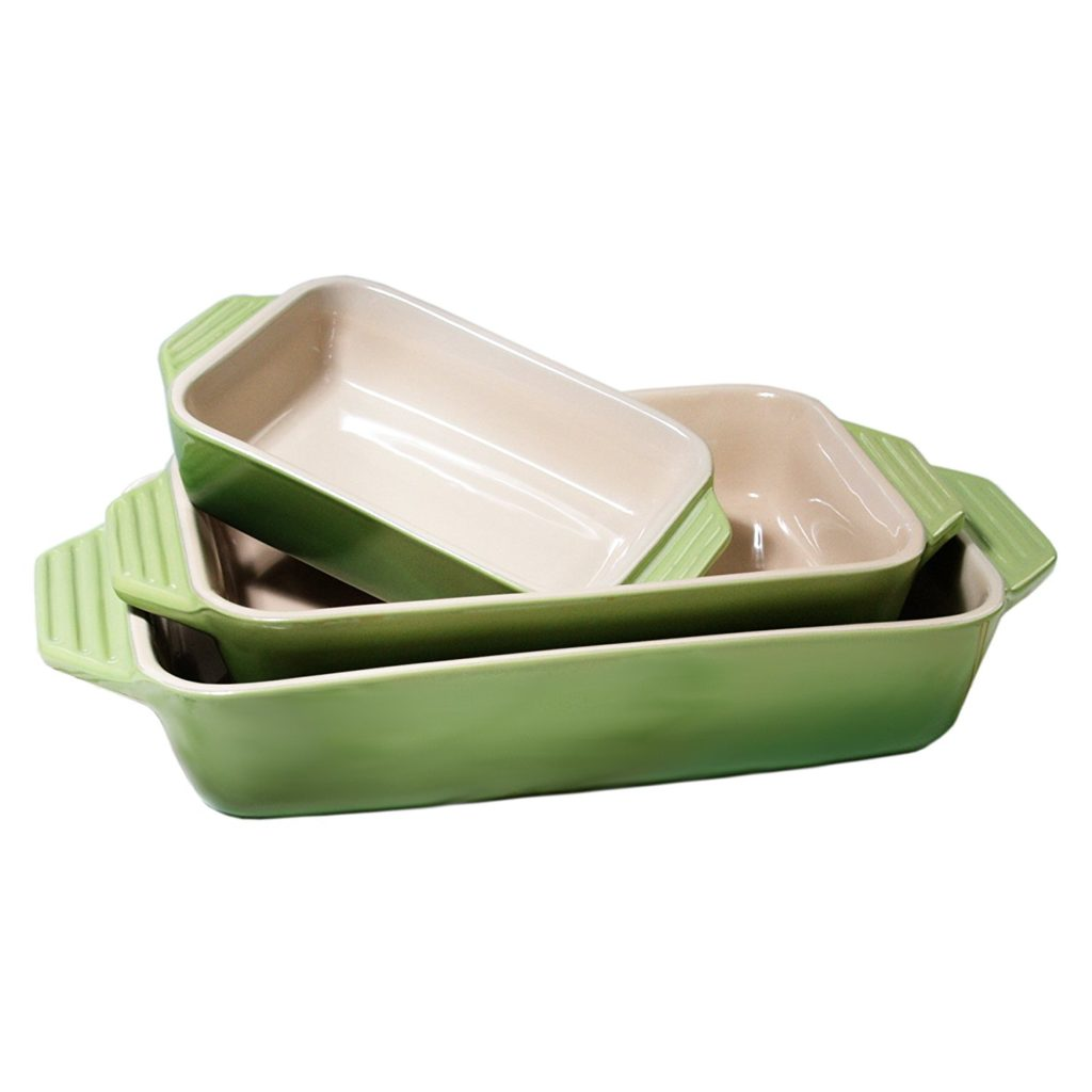 Le Creusset Bakeware | The Best Christmas Gifts (that you can buy without leaving the house!) | CatchingSeeds.com