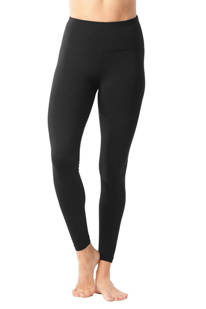 Yoga Pants | The Best Christmas Gifts (that you can buy without leaving the house!) | CatchingSeeds.com
