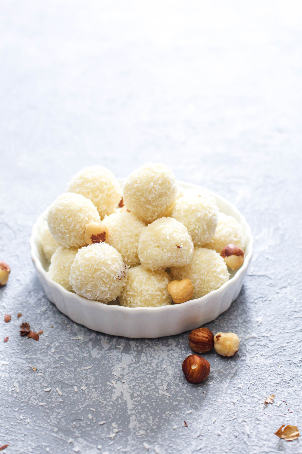 White Chocolate Hazelnut Truffles are a 5-ingredient sweet dessert that is allergy friendly! The melt-in-your-mouth white chocolate is paired with a crunchy nutty hazelnut center. The perfect addition to your Christmas cookie tray. | CatchingSeeds.com