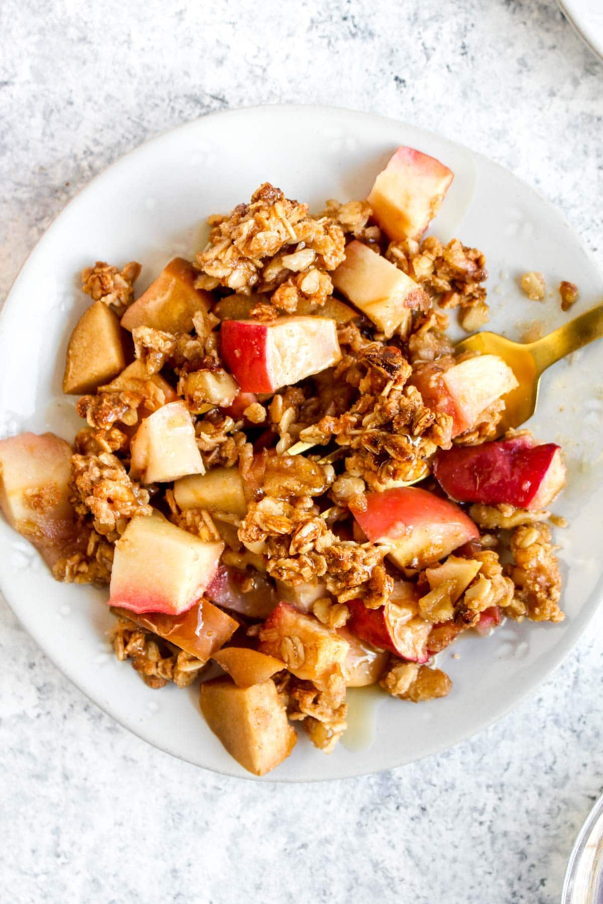 Brunch Apple Crisp with cinnamon and maple strup