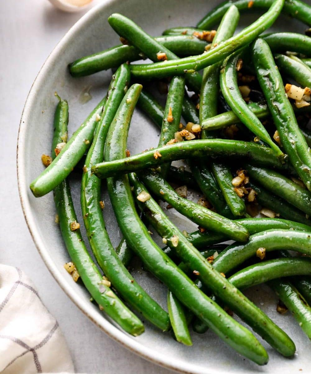 Sautéed green beans with crispy garlic.
