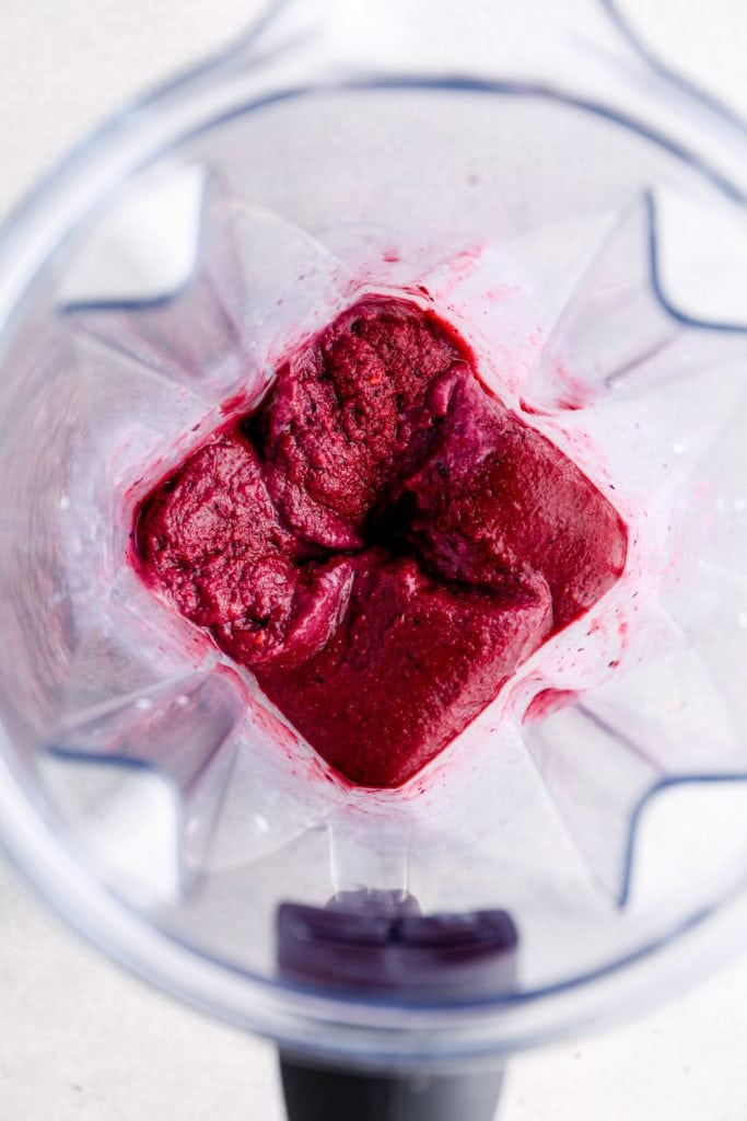 An acai smoothie in the blender.